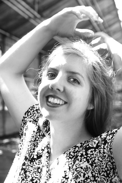 Solo Jazz Pop Kontrabassistin und Sängerin Female Upright Bassplayer Köln Düsseldorf Bassunterricht Gitarrenunterricht Meike Krautscheid TV
